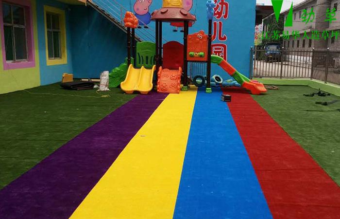 客户提供育儿园彩虹跑道现场铺装图片